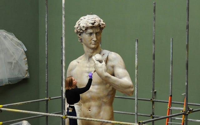 Các đồng hạng của Michelangelo được xác định bởi các quán rượu, ngón chân và bụng tám múi
