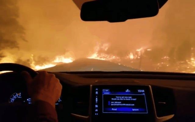 Il video mostra la terrificante spinta a sfuggire a un enorme incendio in Paradise, California