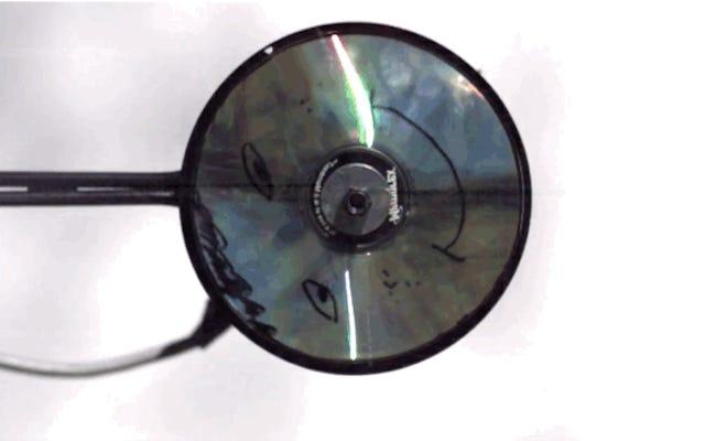 これは、CDの爆発が超スローモーションでどのように見えるかです