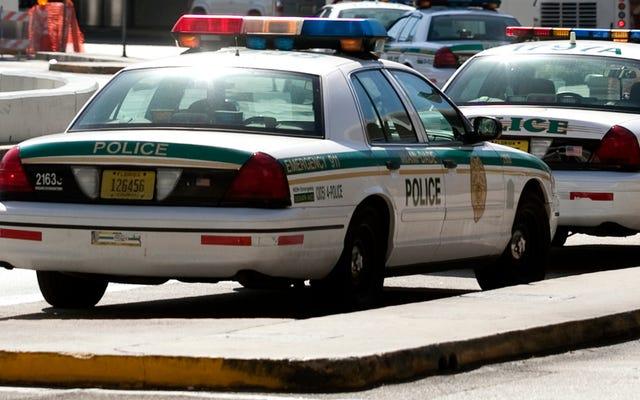マイアミデイド警察は紙の交通違反切符を使い果たしています