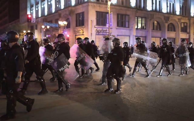 セントルイスは、抗議者として隠蔽されている間に警官に殴打された黒人警官に500万ドルを支払う