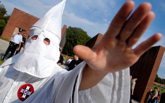 PayPal sospende l'account KKK a causa delle critiche per non averlo fatto prima