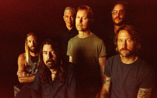 ¿Es el nuevo álbum de orientación pop de Foo Fighters un triunfo o una mierda?
