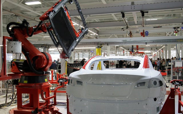 Tesla Memberitahu Karyawan untuk Muncul untuk Bekerja pada hari Rabu Meskipun Ada Perintah Shelter-in-Place