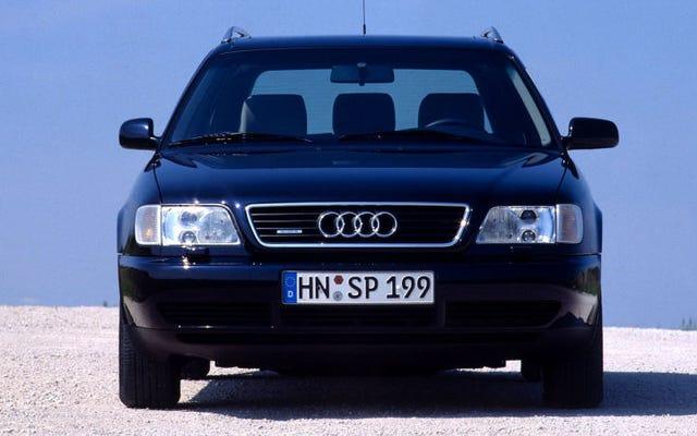 Pourquoi certaines voitures plus anciennes ont le rétroviseur droit plus petit que le gauche
