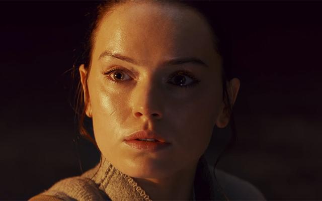 Rian Johnson ให้การตีความของเขาเกี่ยวกับวิสัยทัศน์กระจกเงาอันน่าพิศวงของ Rey