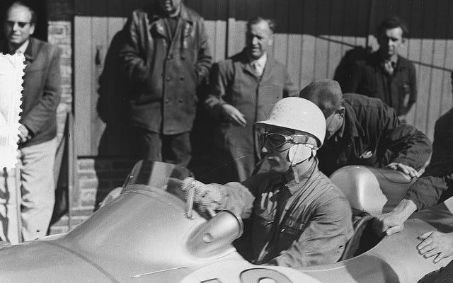 Sir Stirling Moss, Công thức một và Huyền thoại Mille Miglia, đã ra đi ở tuổi 90