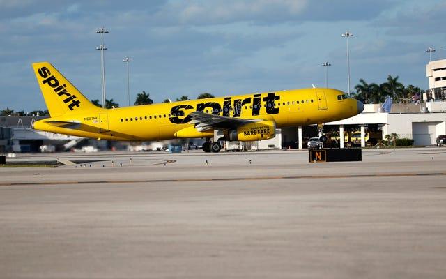 ダンバスはスピリット航空のフライトでバッグに吸い込むことができると考え、生涯禁止を取得:レポート