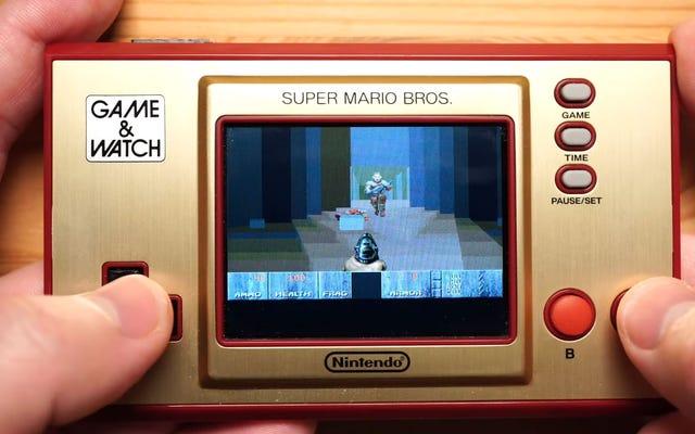 Doom in esecuzione su un gioco e orologio Nintendo