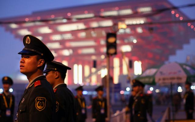 चीनी पुलिस का कहना है कि चेहरा पहचानने पर 50,000 की भीड़ में से संदिग्ध की पहचान हुई