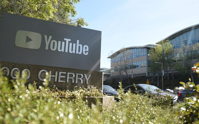 YouTubeは何千ものパフォーマンスの悪いCovidの誤報ビデオを削除します