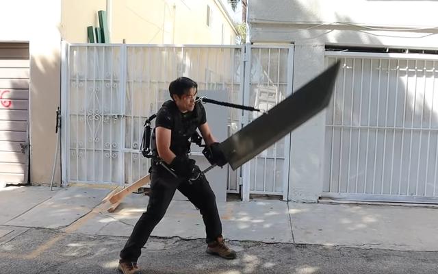 Wannabe अंतिम काल्पनिक चरित्र एक्सोस्केलेटन खरीदता है जो उसे विशालकाय तलवार को ढालने देता है