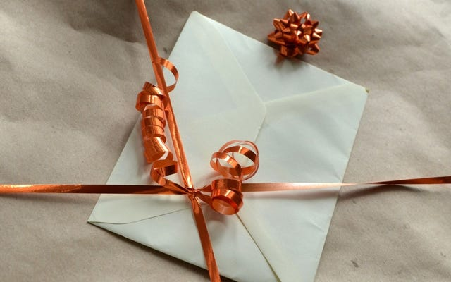 यकीन है कि उपहार कार्ड बनाओ उन्हें खुद बनाने के द्वारा इस्तेमाल किया