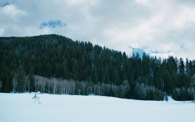 Jeremy Renner dispara y falla en un debut como director del guionista de Sicario