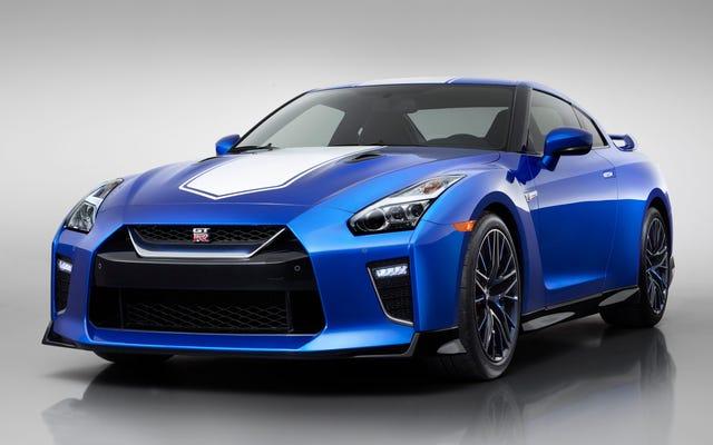 日産GT-R50周年記念エディションは9,000ドルの価格プレミアムとこの素敵な青い色を手に入れます