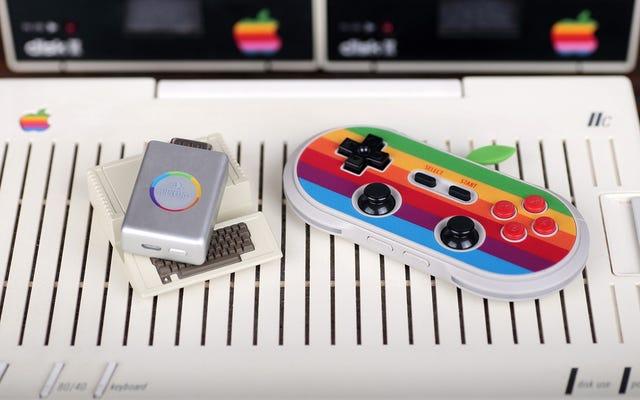 Este adaptador le permite usar controladores inalámbricos modernos con su computadora Apple II clásica
