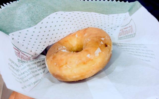 आपका टीकाकरण कार्ड आपको पूरे साल मुफ्त क्रिस्पी Kreme डोनट्स स्कोर करेगा