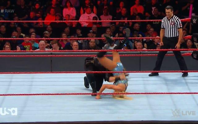 Nia Jax thả đối thủ nguyên WWE của cô ấy trên đầu