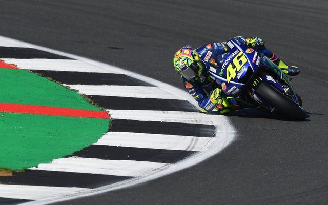 Valentino Rossi, leyenda de MotoGP, está autorizado para correr temprano después de romperse la pierna el mes pasado