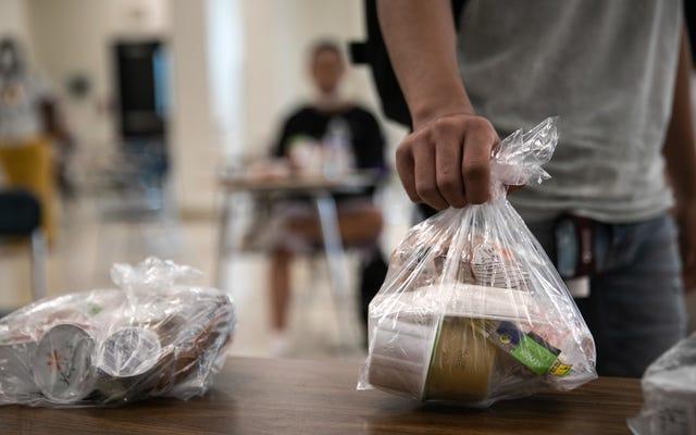 Anak-anak Bisa Mendapatkan Makanan Gratis Sepanjang Musim Panas