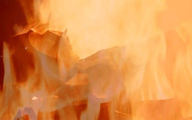燃えるダースベイダーユールログの5時間連続でこの冬をカールアップ