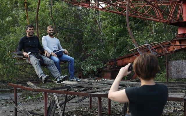 Pencipta Chernobyl HBO Minta Orang untuk Tidak Mengambil Foto yang Memalukan di Lokasi Bencana