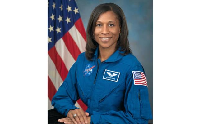 Жанетт Эппс не станет первым афроамериканским членом экипажа Международной космической станции; НАСА отстранило ее от команды