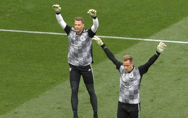 Trận chiến giành vị trí thủ môn xuất phát của Đức hiện đang được diễn ra trước công chúng