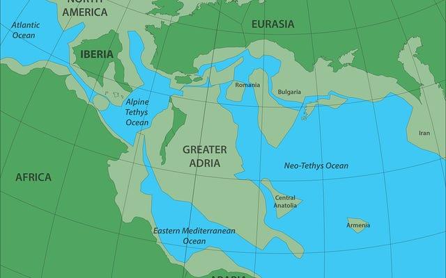 Disegnano una mappa di un continente perduto sepolto sotto quelli che ora sono i paesi del Mediterraneo