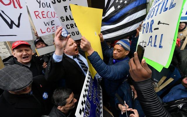 Tidak Bisa Menang karena Kalah? Demonstrasi Bersaing Atas Jaksa Chicago Kim Foxx
