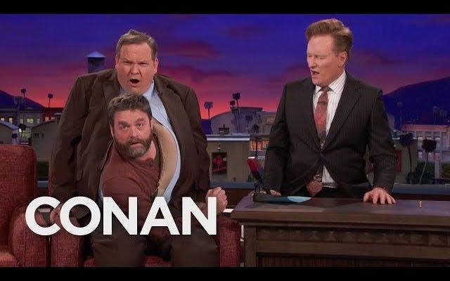 Dün gece Zach Galifianakis'in Conan'daki girişini kimse üstlenmek zor olacak