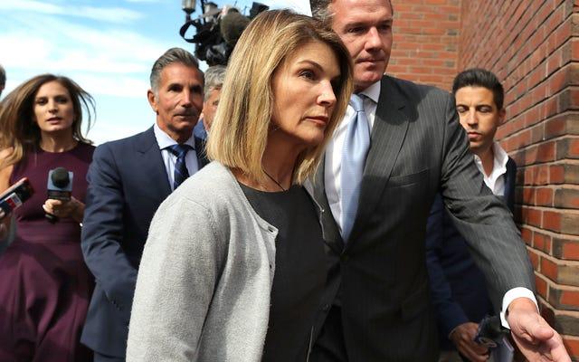 Lori Loughlin và chồng Mossimo Giannulli phải ngồi tù vì tội lừa đảo đại học