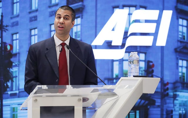 FCC議長のAjitPaiは、貧しい人々が電話やインターネットを利用できるようにするためのプログラムに上限を設けたいと考えています