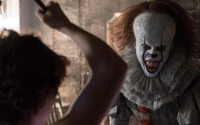 Questo video mostra tutte le miriadi di trasformazioni di Pennywise il clown