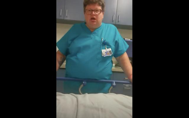 不安発作に苦しむ患者を嘲笑した後、ER医師が一時停止