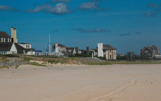 Krisis! The Hamptons Are a Sewage-Swamped, Caviar-Deficient Mess