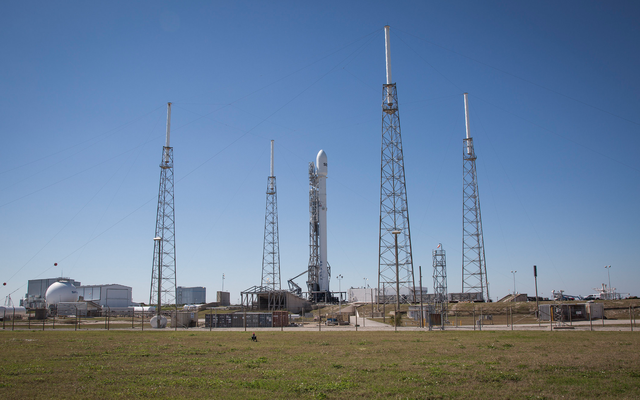 SpaceXが3度目のSES-9の打ち上げを試みる様子をご覧ください