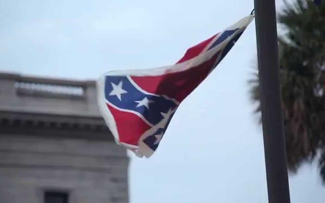 Badass Bree Newsome escalade le mât du SC pour enlever le drapeau confédéré