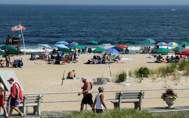 अमेरिकी समुद्र तट सीवेज प्रदूषण से भरे हुए हैं, वे अक्सर तैराकी के लिए असुरक्षित होते हैं, नई रिपोर्ट ढूँढता है