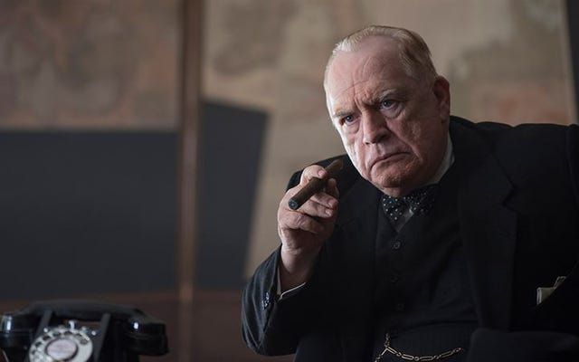 Brian Cox souffle de la fumée dans le drame idiot de la Seconde Guerre mondiale Churchill