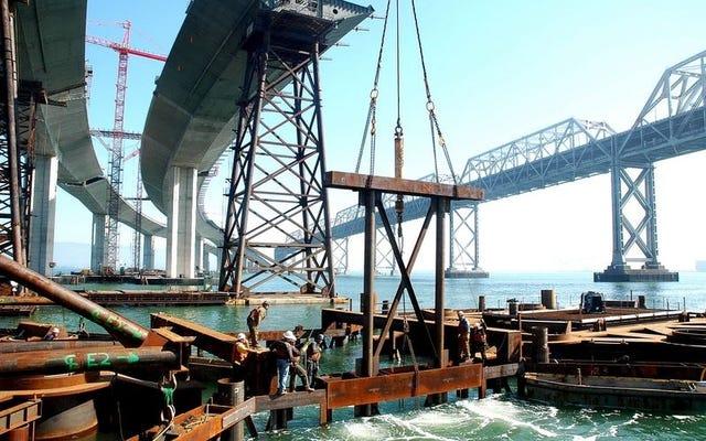 Melihat dari Dekat Tugas Monumental Membangun Jembatan