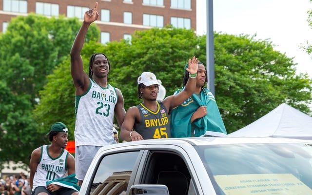 L'équipe masculine de basket-ball de Baylor ne sait pas combien de fois le défilé de championnat est censé encercler Waco