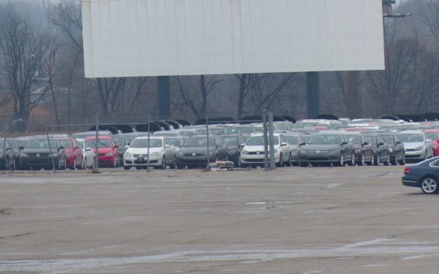 Skarb Volkswagenów Diesla zaparkowanych na opuszczonym stadionie NFL wyciąga zły pozew z City