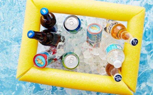 Questo dispositivo di raffreddamento galleggiante fai-da-te significa che non devi mai lasciare la piscina per prendere un drink