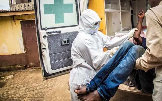 エボラ出血熱はシエラレオネで女性性器切除を一時的に停止している