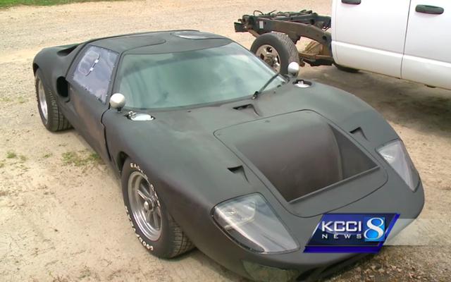 कार चोर संदिग्ध पकड़े गए क्योंकि खड़खड़-कैनिंग एक दुर्लभ फोर्ड GT40 प्रतिकृति फूला हुआ कोई भी नहीं है