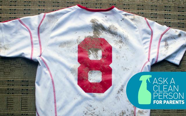 Cómo limpiar los uniformes deportivos de sus hijos