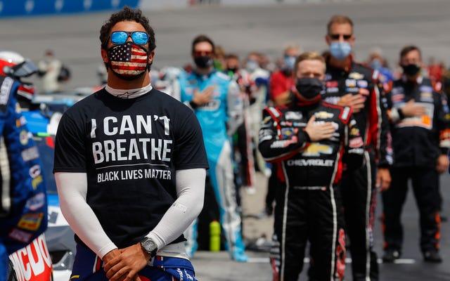 Bubba Wallace, Tay đua da đen duy nhất trong Series Cup của NASCAR, muốn Cờ Liên minh bị cấm tham gia thể thao [Đã cập nhật: NASCAR cấm Cờ Liên minh]