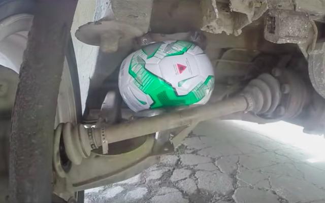 はい、あなたはエアサスペンションとしてサッカーボールを使うことができますが、それはばかげた考えです