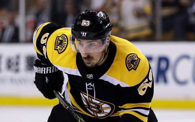 รายงาน: NHL พยายามอีกครั้งเพื่อพูดคุย Brad Marchand จากการเลียคน